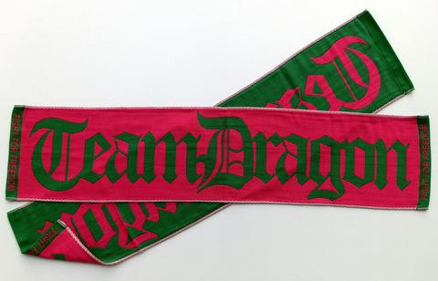 「チームドラゴン」のマフラータオル