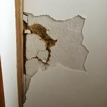 居間も壁紙を張り替え